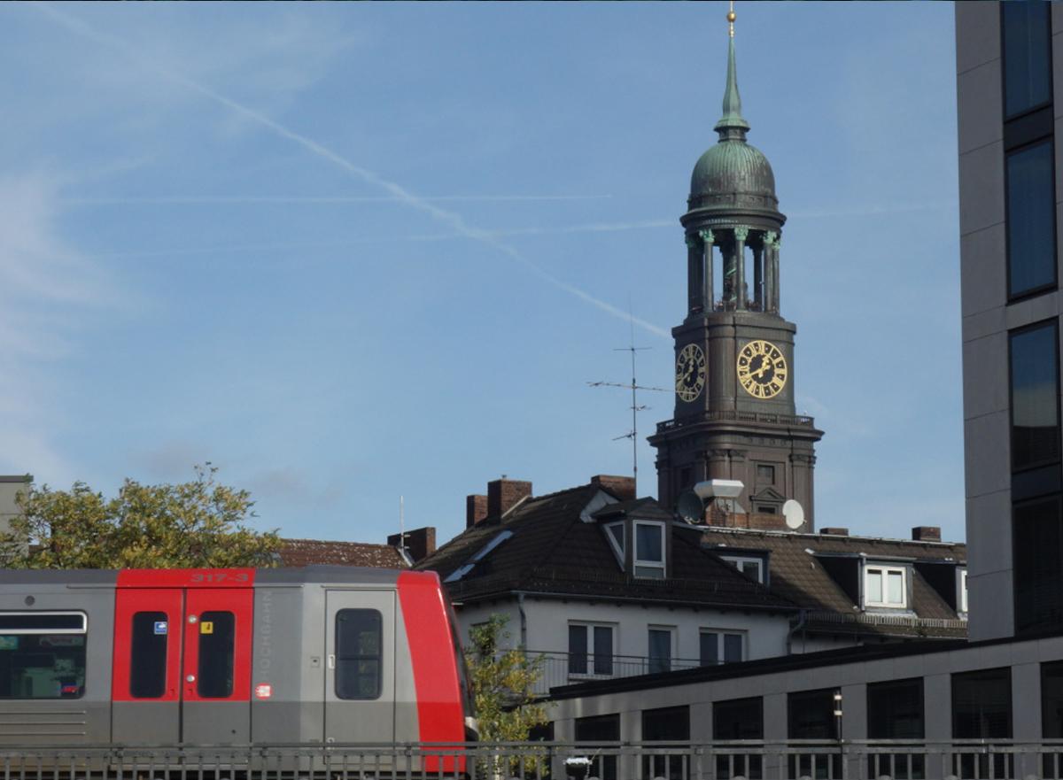 U3 und Turm des Michel